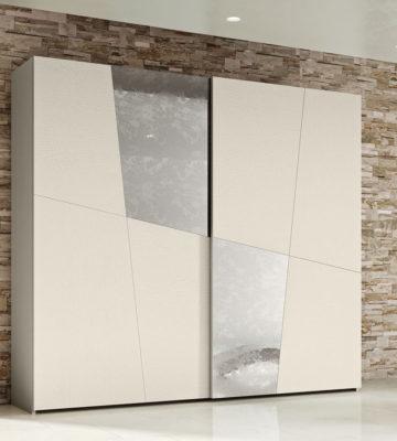 SHkaf-kupe-s-diagonalnymi-zerkalnymi-vstavkami-2